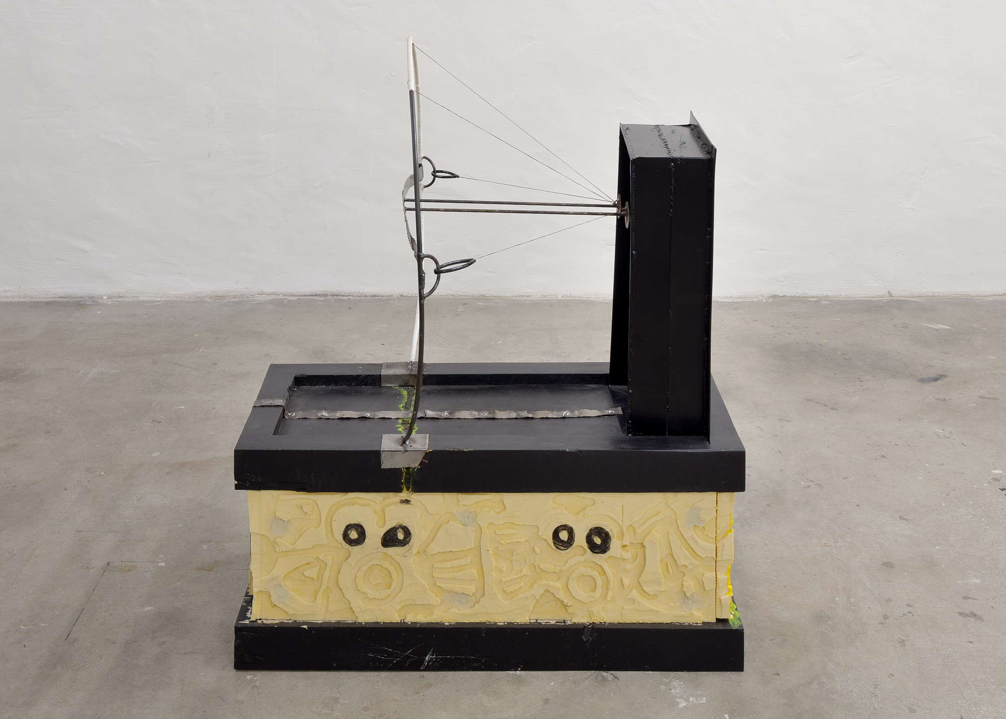 Untitled │ metal, plastic, wood, cardboard │ 2018-19 │ 110cm x 40cm x 80cm